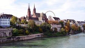 Basel - kyrka, Münster/Herbstmesse, Rhein Arkivfoto