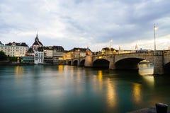 Basel Lakefron och Mittlere Brucke överbryggar Arkivfoto