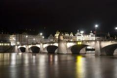 Basel Mittlere Brücke vid natt Royaltyfri Foto