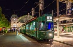BASEL SCHWEIZ - NOVEMBER 03: En gammal spårvagn på Baseln Bahnh Royaltyfri Bild