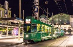 BASEL SCHWEIZ - NOVEMBER 03: Spårvagnen är 4/6 Schindler/Siemens Royaltyfri Bild