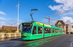 BASEL SZWAJCARIA, LISTOPAD, - 03: Siemens Combino tramwaj na środku Zdjęcie Stock