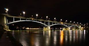 Basel - Wettsteinbrücke bei Nacht, Rhein, Fluss Arkivfoton