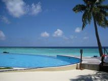Basen i plaża przy Maldives Zdjęcia Stock