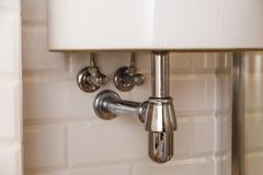 Basen lub zlew odciek w łazience spuszczamy, czystej zdjęcie stock