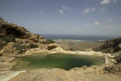 Basen na skale, Dihamri żołnierz piechoty morskiej Ochraniał teren, Socotra wyspa, Jemen Obraz Stock