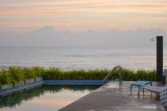 Basen obok morza obrazy royalty free