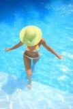 basen pływackiej cieszyć się kobiety zdjęcie stock