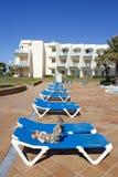 basen sunlounger dziecko luksusowy opływa zdjęcia royalty free