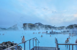 Basen w lawowym polu z gorącą wodą w Iceland fotografia stock
