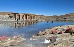 Basen z geotermicznym i wody mineralne w El Tatio gejzerach, Chile, Ameryka Południowa zdjęcie stock