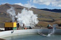 Basen zbierać jałową termiczną wodę na Mutnovskaya Geotermicznej elektrowni Obrazy Royalty Free