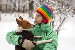 Basenji im Schnee Stockfotografie