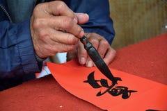 baserat korn för closen för calligraphyteckenkinesen extremt hands upp bilden medelblandad målningsfotografitextur En teckenövers Arkivbilder