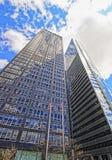 Basez vers le haut de la vue contre Exxon Building et le bâtiment de la Temps-vie Photos libres de droits
