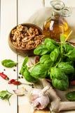 Basil, écrous et huile d'olive Photographie stock libre de droits