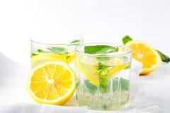 Basil cytryny woda Napój natchnący wodny koktajl pojęcie zdrowego stylu życia zdjęcie stock