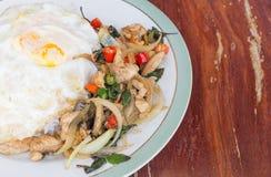 Basil kurczak Smażący Rice Zdjęcie Stock