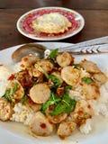 Basilic, boulettes de viande et omelettes frits photo libre de droits
