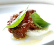 Basilic frais pour le casse-croûte italien Photo stock