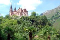 Basilica av Santa María la som är verklig av Covadonga royaltyfria bilder