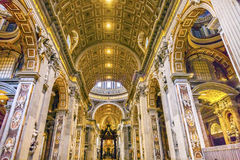 Basilica Bernini Baldacchino Vaticano Roma Italyy del ` s di Nave St Peter Immagini Stock