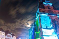 Basilica cattolica in Germania alla notte in illumina variopinto immagine stock