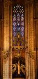 Altare trasversale dorato Barcellona cattolica gotica Cathe del vetro macchiato Fotografia Stock Libera da Diritti