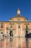Basilica de Λα Virgen με την αντανάκλαση στα μαρμάρινα κεραμίδια σε Va Στοκ Φωτογραφίες