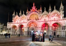 Basilica del ` s di St Mark alla notte a Venezia Fotografia Stock