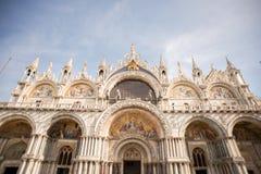 Basilica del ` s di St Mark osservata dalla piazza San Marco a Venezia Fotografia Stock