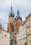 Basilica del ` s di St Mary, ³ w - bolle di Krakà di sapone Immagini Stock