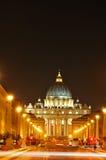 Basilica del San Pietro entro la notte Immagine Stock Libera da Diritti