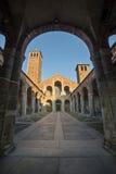 Basilica della facciata e del portico di Sant Ambrogio Fotografie Stock Libere da Diritti
