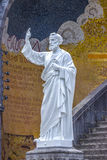 Basilica della nostra signora del rosario Statua del san Peter Lourdes, Francia Fotografia Stock