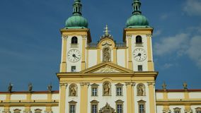Basilica della visitazione di vergine Maria, Olomouc sulla chiesa di Svaty Kopecek, repubblica Ceca, ornamento archivi video