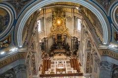 Basilica di圣彼得罗-令人惊讶的罗马,意大利内部  免版税图库摄影