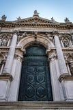 Basilica Di玛丽亚della致敬,威尼斯,意大利运河  免版税图库摄影