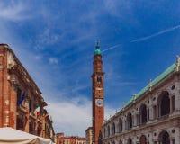 Basilica di Palladian e torre di orologio a Vicenza, Italia immagine stock