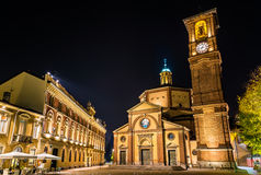 Basilica di San Magno y Palazzo Municipale en Legnano foto de archivo