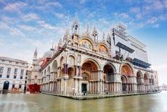Basilica di San Marco sotto le nuvole interessanti, Venezia, Italia Fotografie Stock Libere da Diritti