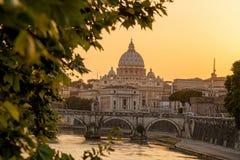 Basilica di San Pietro con il ponte nel Vaticano, Roma, Italia Immagine Stock Libera da Diritti