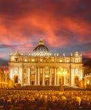 Basilica di San Pietro nella sera, Vaticano, Roma, Italia Immagini Stock Libere da Diritti