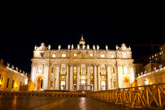 Basilica di San Pietro in Vaticano at night Royalty Free Stock Images