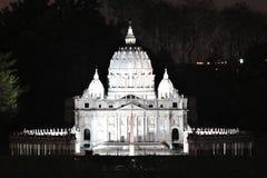 Basilica di San Pietro in Vaticano at night Stock Images