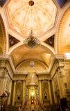Basilica dorata Guanajuato Messico della cupola di colore rosa dell'altare Immagine Stock