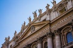 Basilica för St Peters i den vatican staden arkivbilder