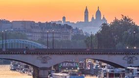 Basilica Sacre Coeur e la notte della Senna al timelapse prima di alba, Parigi, Francia di transizione di giorno stock footage