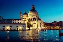 Basilica Santa Maria della Salute nel tempo di tramonto, Venezia, Italia Immagini Stock