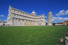 basilica som lutar det pisa tornet Fotografering för Bildbyråer